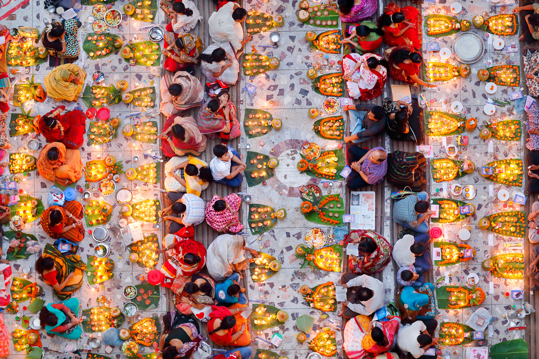 Praying with Food - Noor Ahmed Gelal (Bangladesh)